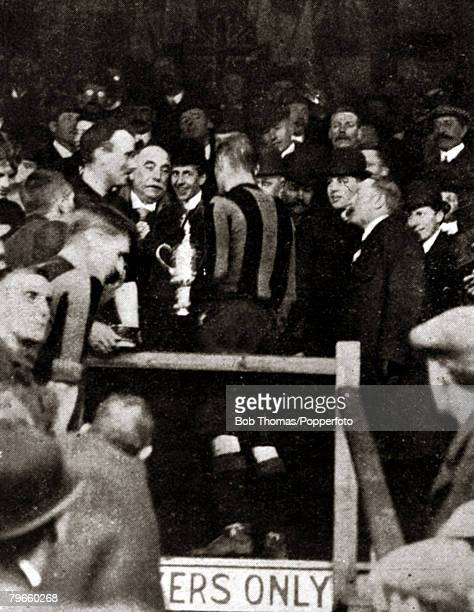Sport/Football 1908 English FA Cup Final Crystal Palace London England 25th April 1908 Wolverhampton Wanderers 3 v Newcastle United 1 The winning...