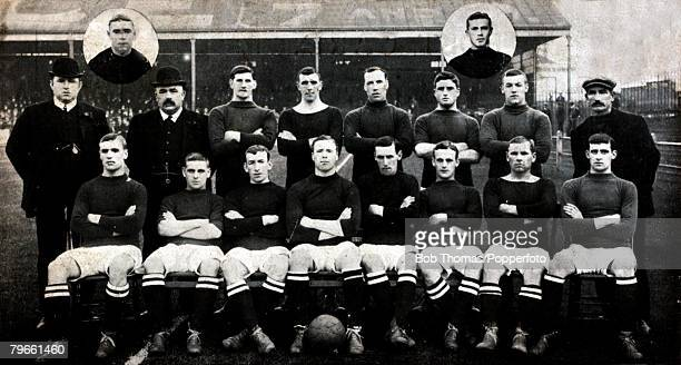 Sport/Football 19081909 Bristol City Insets lr Hardy Marr Standinglr MrHThickett MrFWBacon Annan Young Clay Cottle Rippon Batten Seated lr Spear...