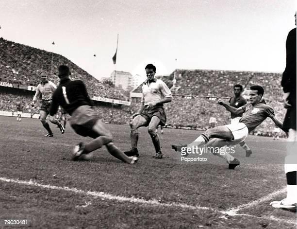 Sport/Football 1958 World Cup Final Stockholm 29th June 1958 Sweden 2 v Brazil 5 Brazil's Mario Zagallo shoots past Sweden goalkeeper Karl Svensson