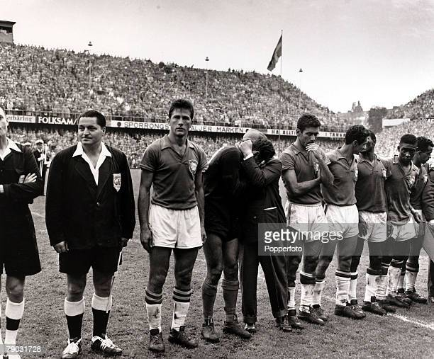 Sport/Football 1958 World Cup Final Stockholm 29th June 1958 Sweden 2 v Brazil 5 The Brazil team line up with officials after their victory LR...