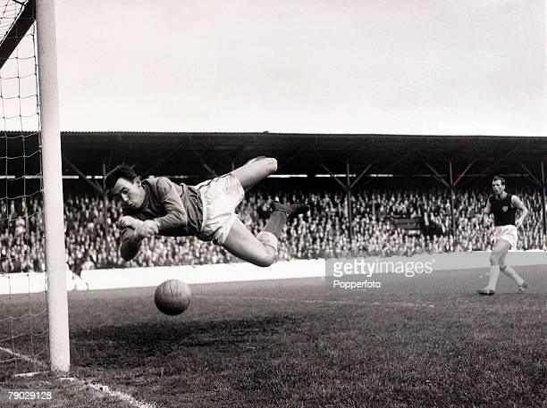 Sport/Football circa 1966 Leicester City goalkeeper Gordon Banks in action