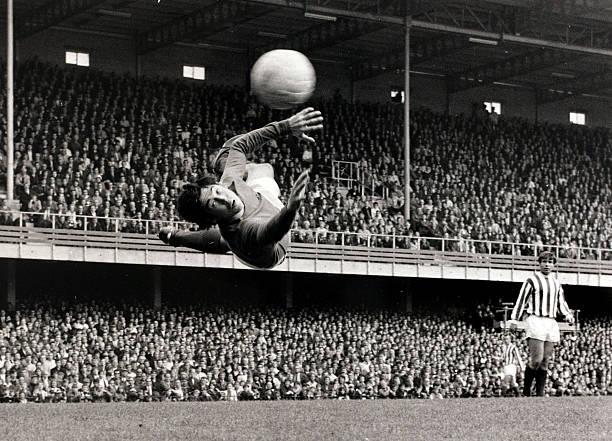 Sport/Football. circa 1966. Leicester City goalkeeper Gordon Banks in action.