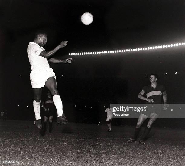 Sport/Football Copa Libertadores South American Club Championship Boca Juniors v Santos Santos and Brazil star Pele rises high to get in a header