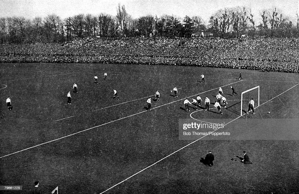 Sport/Football, Crystal Palace, London, 20th April 1901, FA Cup Final, Tottenham Hotspur 2 v Sheffield United 2, (Tottenham won replay 3-1), The scene shows a Tottenham goal in front of packed terraces, (a then record crowd of 114,000) with Sheffield Unit : News Photo