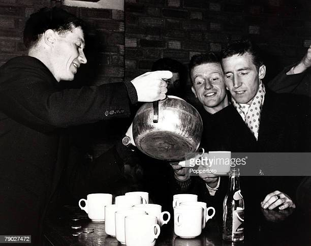 Sport/Football England 3rd April 1962 Tottenham Hotspur's John White pours the tea for teammates Terry Dyson and Cliff Jones after training at...