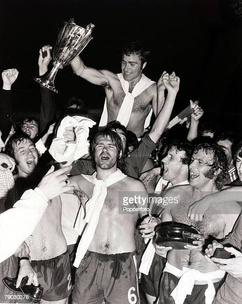 Sport/Football, European Cup Winners Cup Final Replay, Athens, Greece, 21st May 1971, Chelsea 2 v Real Madrid 1, Jubilant Chelsea captain Ron Harris...