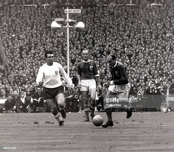 Sport/Football FA Centenary Match Wembley London England 23rd October 1963 England 2 v Rest of the World 1 Rest of the World's Alfredo di Stefano on...