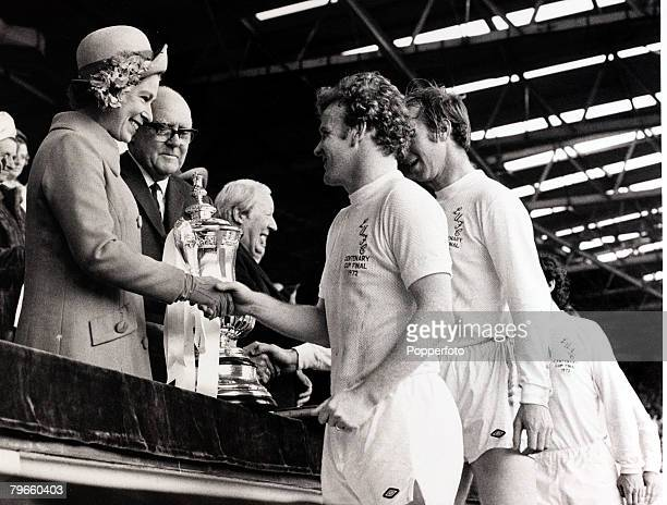 Sport/Football FA Cup Final Wembley London England 6th May 1972 Leeds United 1 v Arsenal 0 Queen Elizabeth II presents the FACup to Leeds United...