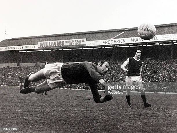 Sport/Football FA Cup Fourth Round 23rd January 1971 Portsmouth 1 v Arsenal 1 Arsenal goalkeeper Bob Wilson dives at full stretch to save as Pat Rice...
