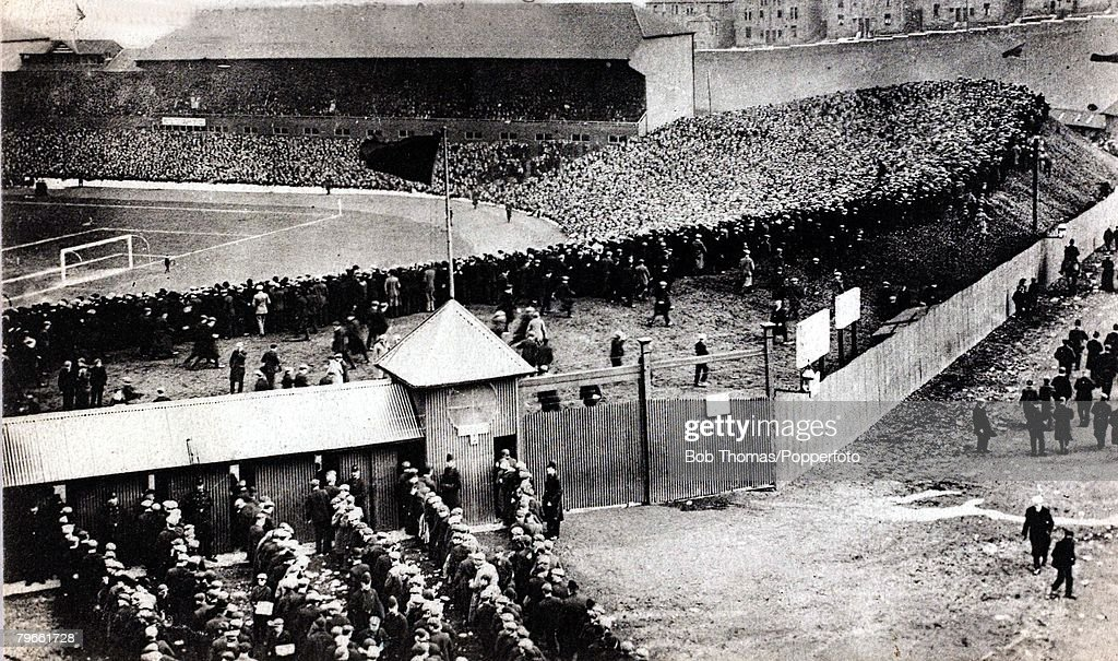 Sport/Football, International match, Scotland 1 v England 1, 4th April 1908, The massive crowd, reported to be 122,000, filling Hampden Park, Glasgow, for the match : News Photo