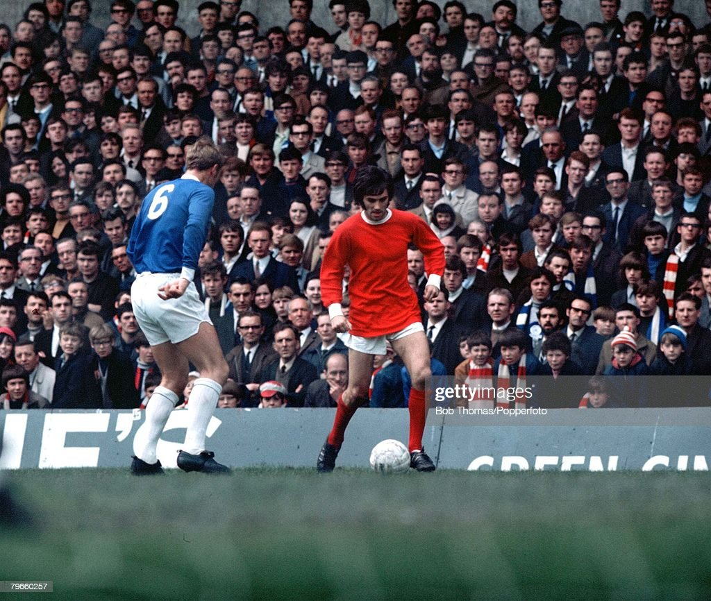 Sport/Football, League Division One, Old Trafford, England, 1972, Manchester United v Leicester City, Manchester United's George Best takes on Leicester's Graham Cross : News Photo
