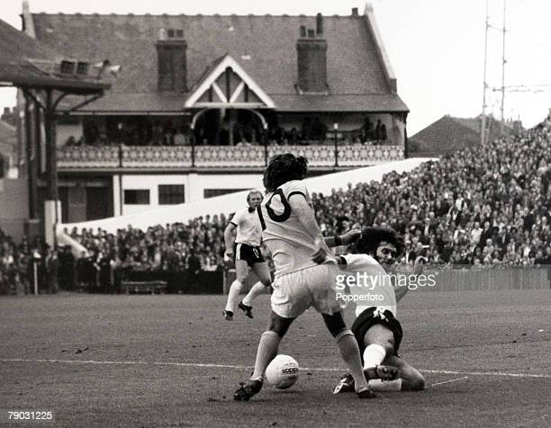 Sport/Football League Division Two Craven Cottage London England 4th September 1976 Fulham v Bristol Rovers Fulham's George Best makes a sliding...