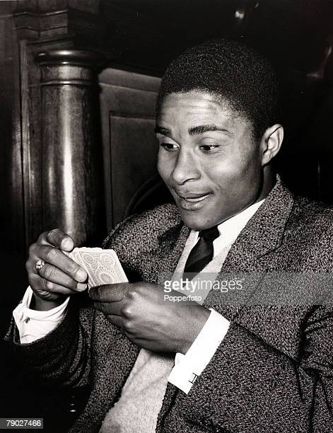 Sport/Football London England 3rd April 1962 Portuguese football star Eusebio enjoying a game of cards at a London hotel prior to his club side...