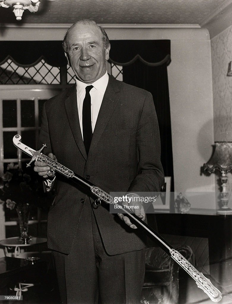 Sport/Football. 1966. Manchester United Manager Matt Busby with his ceremonial sword of honour. The Pope made him a Knight Commander of the order of St.Gregory the Great, one of the highest civilian honours from the Vatican, for his charity work. : Photo d'actualité
