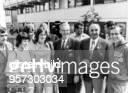 Sportfunktionär DDR Olympische Sommerspiele in München Besuch der DDROlympiamannschaft im Schöbel zwischen Rosemarie Ackermann und NOKGeneralsekretär...
