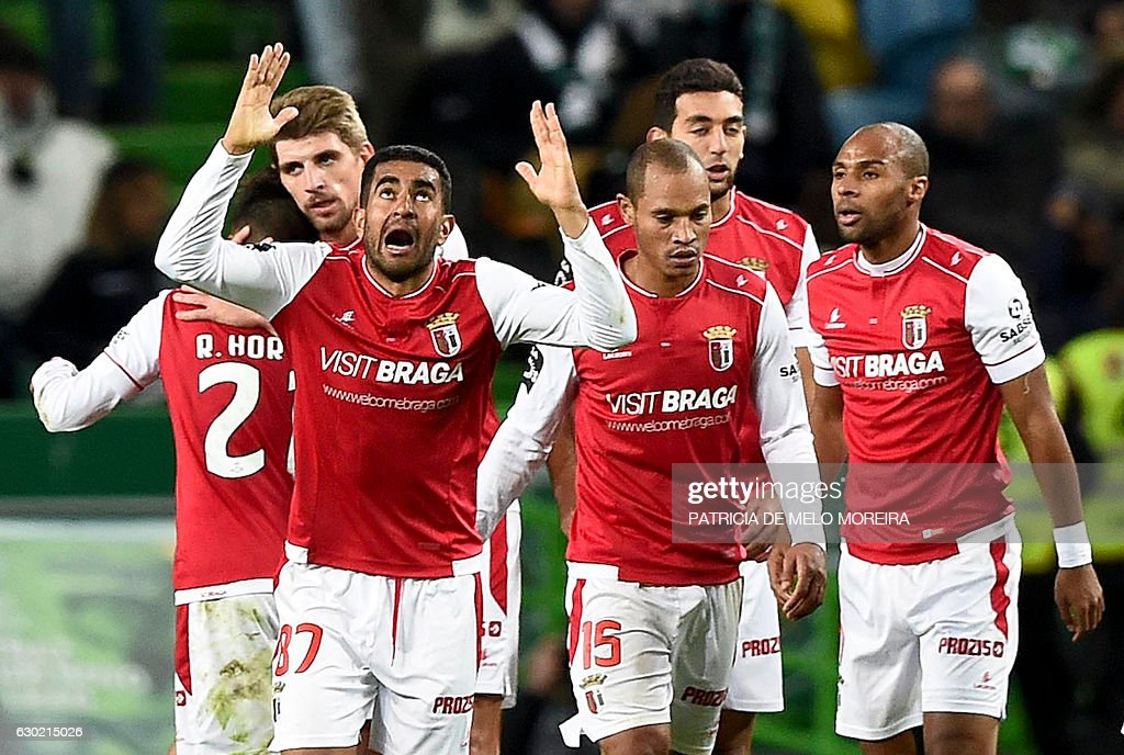 Sporting Braga's Brazilian defender Marcelo Augusto Ferreira Teixeira (2L) gestures as he celebrates a goal by forward Wilson Eduardo (R) during the Portuguese league football match Sporting CP vs Sporting Braga at the Jose Alvalade stadium in Lisbon on December 18, 2016. / AFP / PATRICIA