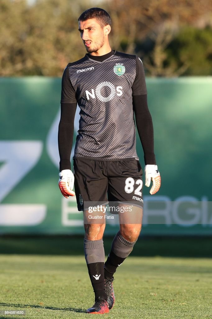 Sporting CP B goalkeeper Pedro Silva in action during the Segunda Liga match between Sporting CP B and FC Porto B at CGD Stadium Aurelio Pereira on December 2, 2017 in Alcochete, Portugal.