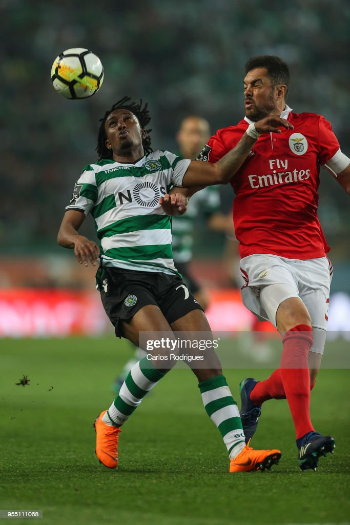 Sporting CP forward Gelson Martins from Portugal (L) vies with SL Benfica defender Jardel Vieira from Brasil (R) for the ball possession during the Portuguese Primeira Liga match between Sporting CP and SL Benfica at Estadio Jose Alvalade on May 05, 2018 in Lisbon, Lisboa.