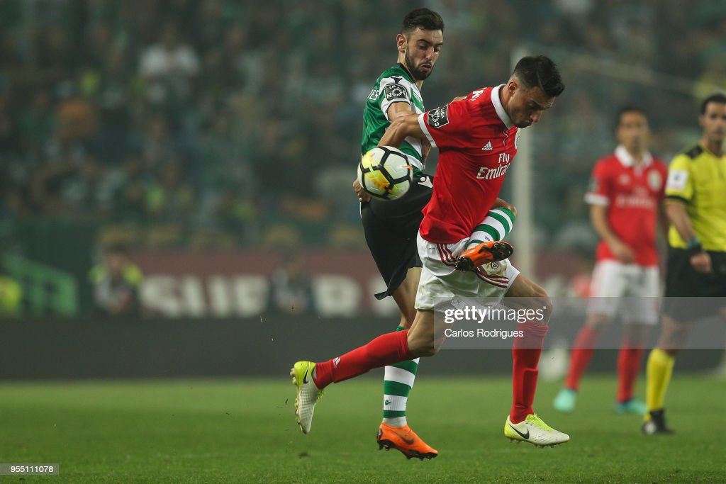 Sporting CP midfielder Bruno Fernandes from Portugal (L) vies with SL Benfica midfielder Andreas Samaris from Greece (R) for the ball possession during the Portuguese Primeira Liga match between Sporting CP and SL Benfica at Estadio Jose Alvalade on May 05, 2018 in Lisbon, Lisboa.