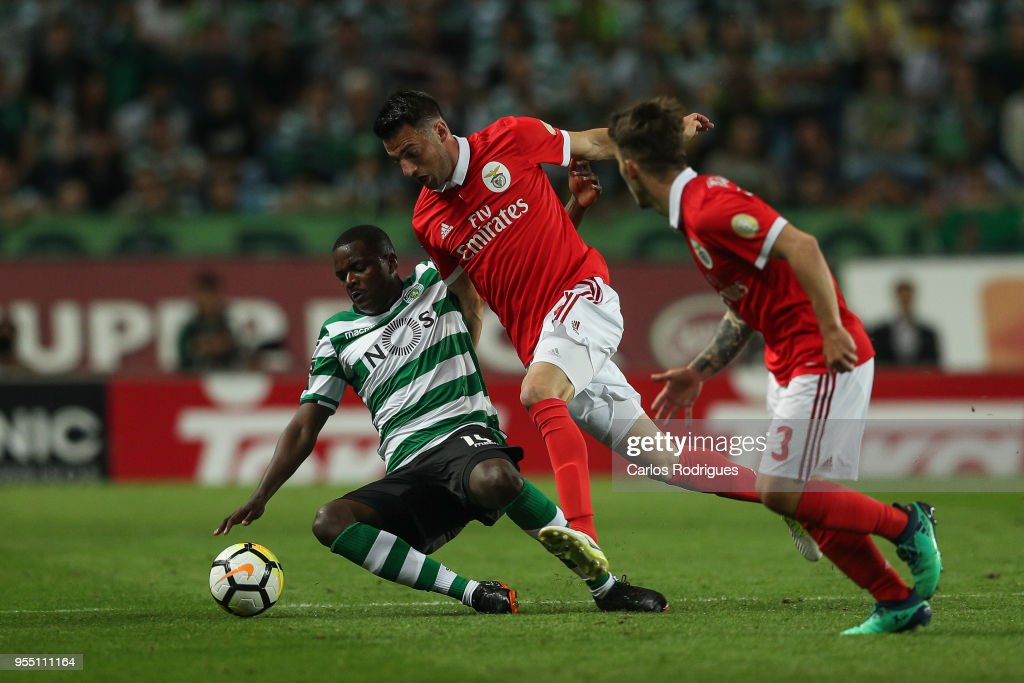 Sporting CP midfielder William Carvalho from Portugal (L) tackled by SL Benfica midfielder Andreas Samaris from Greece (R) during the Portuguese Primeira Liga match between Sporting CP and SL Benfica at Estadio Jose Alvalade on May 05, 2018 in Lisbon, Lisboa.