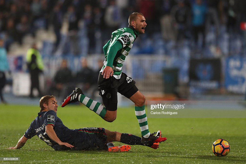 Sporting CPO's forward Bas Dost from Holand (R) tries to escape Belenenses's defender Goncalo Brandao from Portugal (L) during the Portuguese Primeira Liga between CFO's Belenenses v Sporting CP - Primeira Liga at Estadio do Restelo on December 22, 2016 in Lisbon, Portugal.