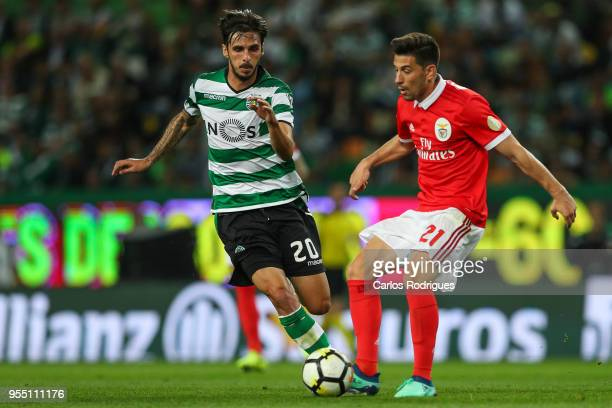 Sporting CPÕs forward Bryan Ruiz from Costa Rica vies with SL Benfica forward Pizzi from Portugal for the ball possession during the Portuguese...