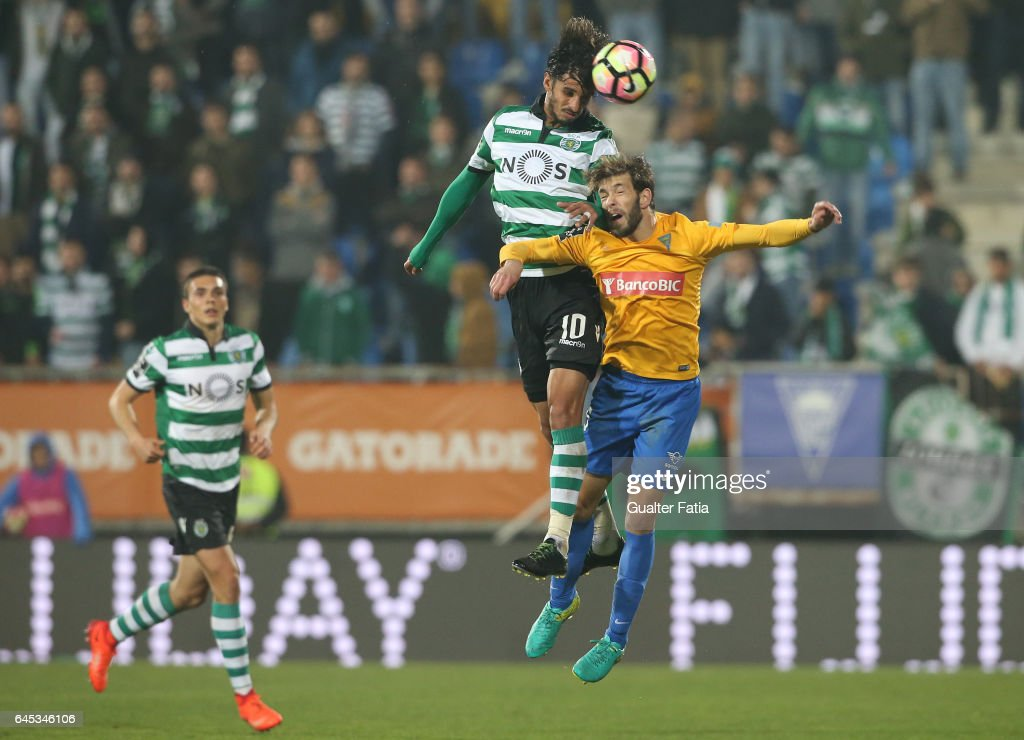 Sporting CP's forward Bryan Ruiz from Costa Rica with Estoril's defender Joel Ferreira from Portugal in action during the Primeira Liga match between GD Estoril Praia and Sporting CP at Estadio Antonio Coimbra da Mota on February 25, 2017 in Estoril, Portugal.
