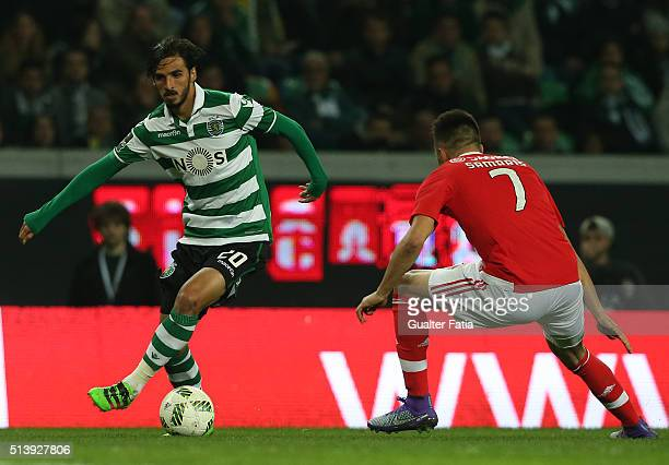 Sporting CPÕs forward Bryan Ruiz from Costa Rica with SL BenficaÕs midfielder from Greece Andreas Samaris in action during the Primeira Liga match...