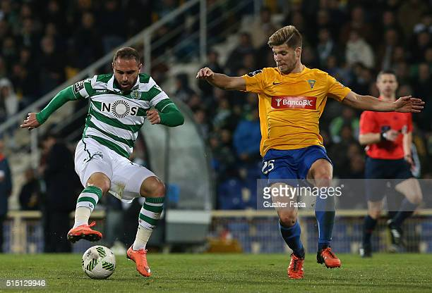 Sporting CPÕs midfielder Bruno Cesar from Brazil with GD Estoril PraiaÕs midfielder Diogo Amado in action during the Primeira Liga match between GD...