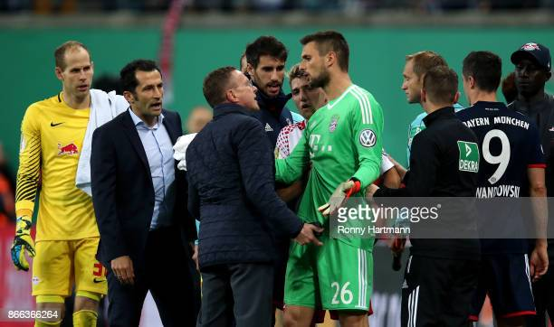 Sporting director Ralf Rangnick of Leipzig argues with goalkeeper Sven Ulreich of Muenchen during the DFB Cup match between RB Leipzig and Bayern...