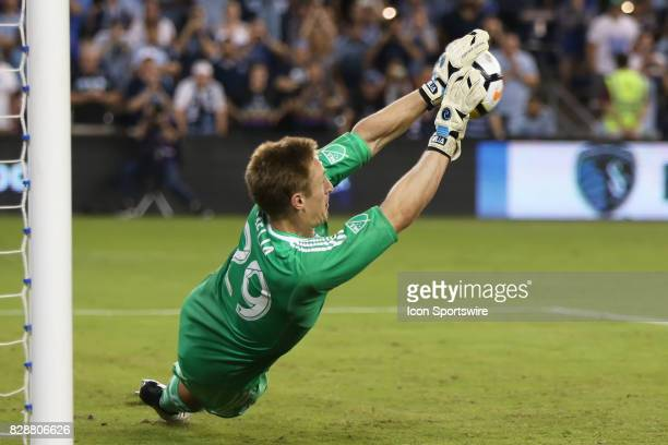 Sporting KC goalkeeper Tim Melia makes the save in penalty kicks to win the semifinal of the Lamar Hunt US Open Cup against the San Jose Earthquakes...