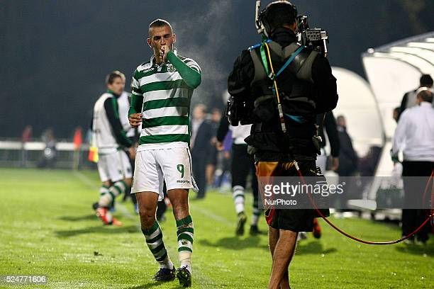 Sporting's Algerian forward Islam Slimani celebrates after scoring a goal during the Premier League 2015/16 match between FC Arouca and Sporting CP...