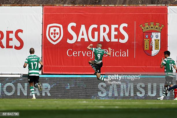 Sporting's Algerian forward Islam Slimani celebrates after scoring a goal during the Premier League 2015/16 match between SC Braga and Sporting CP at...