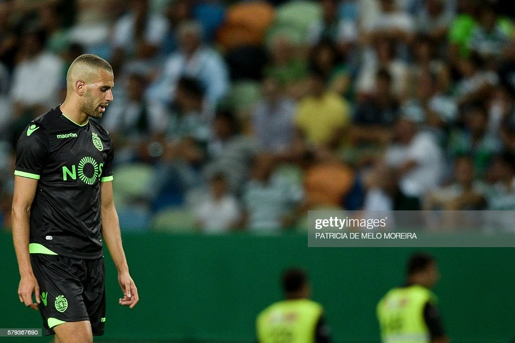 Sporting's Algerian forward Islam Slimani looks downwards during the friendly football match Sporting CP vs Olympique de Lyonnais at the Jose Alvalade stadium in Lisbon on July 23, 2016. / AFP / PATRICIA