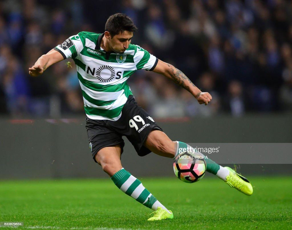 Sporting's Argentinian forward Alan Ruiz kicks the ball to score a goal during the Portuguese league football match FC Porto vs Sporting CP at the Dragao stadium in Porto on February 4, 2017. /