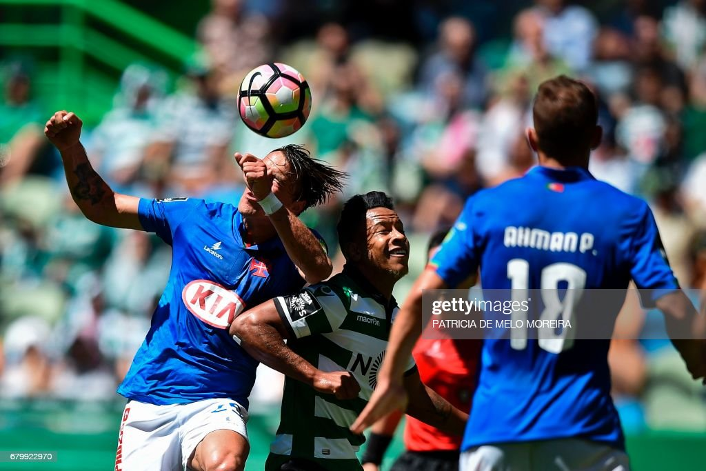 Sporting's Brazilian forward Matheus Pereira (C) vies with Belenenses' midfielder Vitor Gomes (L) during the Portuguese league football match Sporting CP vs OS Belenenses at the Jose Alvalade stadium in Lisbon on May 7, 2017. /