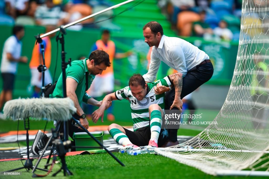 Sporting's Brazilian midfielder Bruno Cesar (C) is attended by medics after scoring a goal during the Portuguese league football match Sporting CP vs OS Belenenses at the Jose Alvalade stadium in Lisbon on May 7, 2017. /