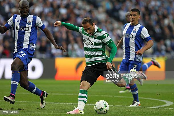 Sporting's Brazilian midfielder Bruno C��sar score a goal during the Premier League 2015/16 match between FC Porto and Sporting CP at Drag��o Stadium...