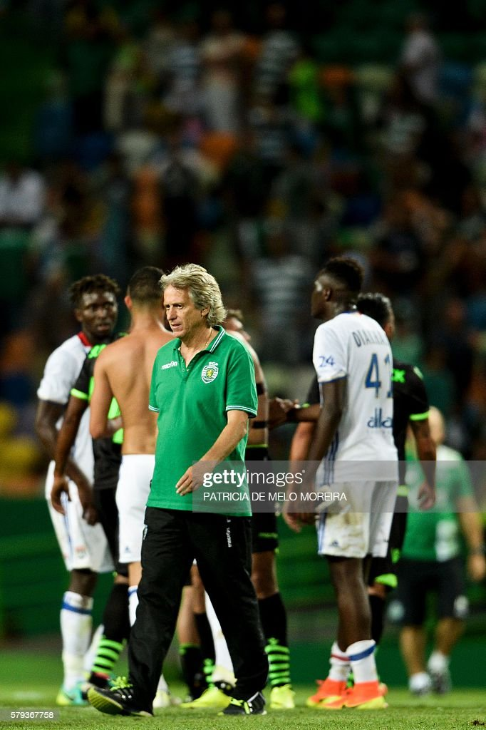 Sporting's coach Jorge Jesus walks on the pitch at the end of the friendly football match Sporting CP vs Olympique de Lyonnais at the Jose Alvalade stadium in Lisbon on July 23, 2016. / AFP / PATRICIA