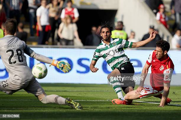 Sporting's Costa Rica forward Bryan Ruiz score a goal during the Premier League 2015/16 match between SC Braga and Sporting CP at AXA Stadium in...