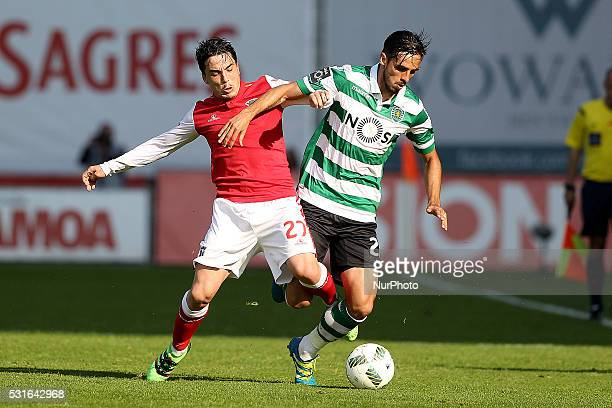 Sporting's Costa Rica forward Bryan Ruiz vies with Braga's Portuguese midfielder Jusu�� during the Premier League 2015/16 match between SC Braga and...