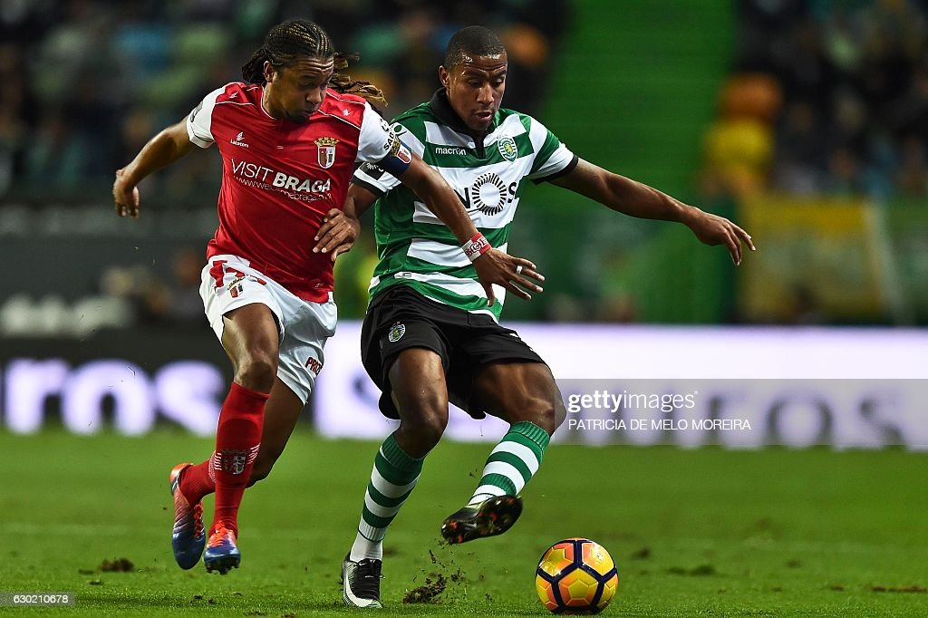 Sporting's Dutch defender Marvin Zeegelaar (R) vies with Braga's Brazilian midfielder Alan Silva during the Portuguese league football match Sporting CP vs Sporting Braga at the Jose Alvalade stadium in Lisbon on December 18, 2016. / AFP / PATRICIA