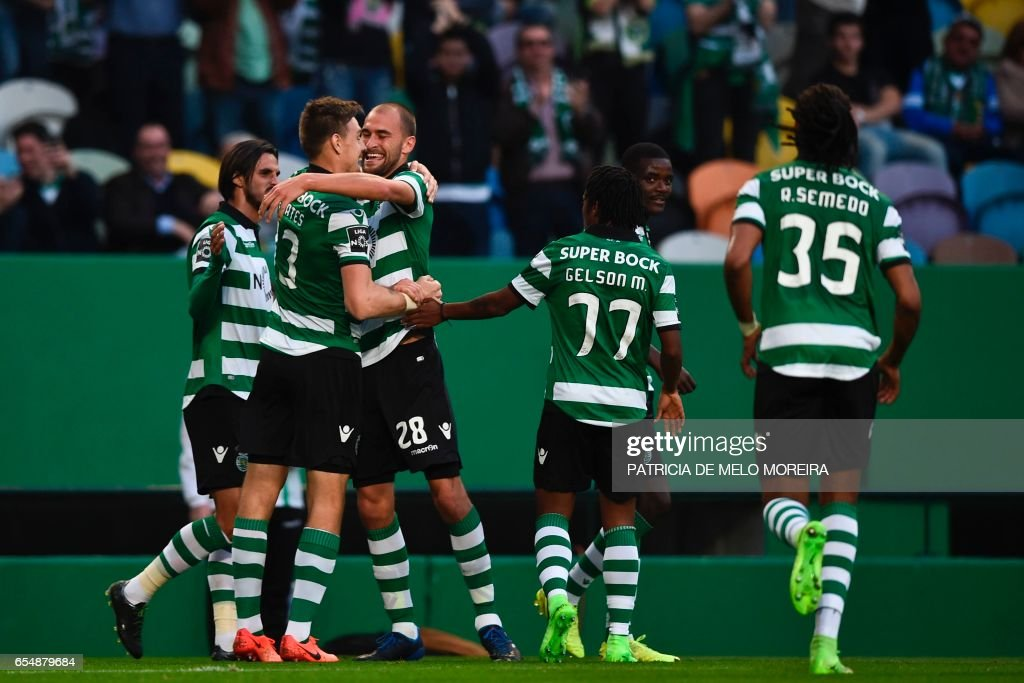 Sporting's Dutch forward Bas Dost (3L) celebrates a goal with teammates during the Portuguese league football match Sporting CP vs CD Nacional Funchal at the Jose Alvalade stadium in Lisbon on March 18, 2017. /