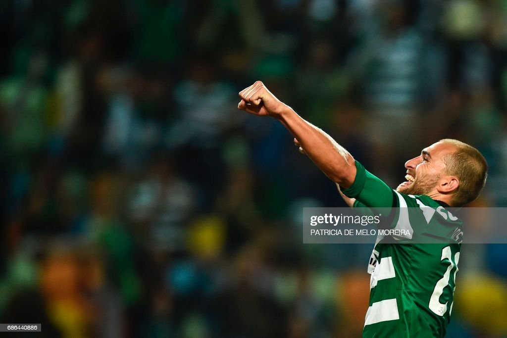 Sporting's Dutch forward Bas Dost celebrates after scoring during the Portuguese league football match Sporting CP vs GD Chaves at the Jose Alvalade stadium in Lisbon on May 21, 2017. /