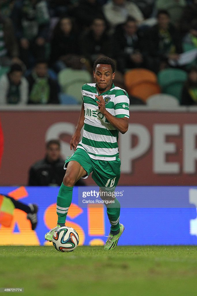 Sporting's forward Andre Carrillo during the Primeira Liga Portugal match between Sporting CP and Vitoria Setubal at Estadio Jose Alvalade on November 29, 2014 in Lisbon, Portugal.