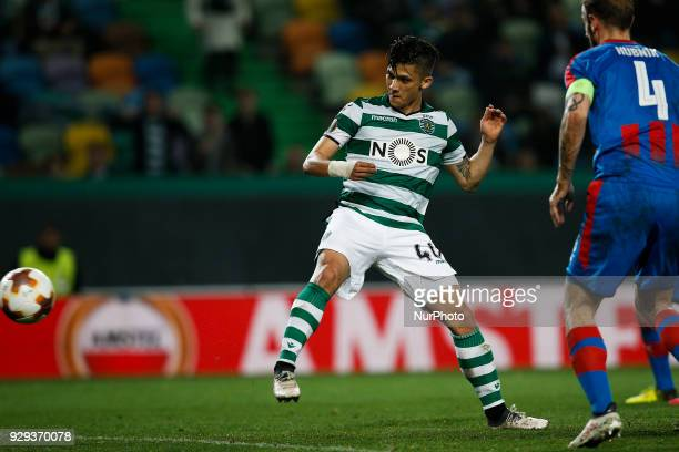Sporting's forward Fredy Montero scores his team's first goal during UEFA Europa League football match between Sporting CP vs FC Viktoria Plzen in...