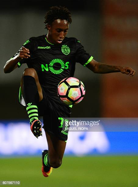 Sporting's forward Gelson Martins controls the ball during the Portuguese league football match Rio Ave FC vs Sporting CP at the Dos Arcos stadium in...
