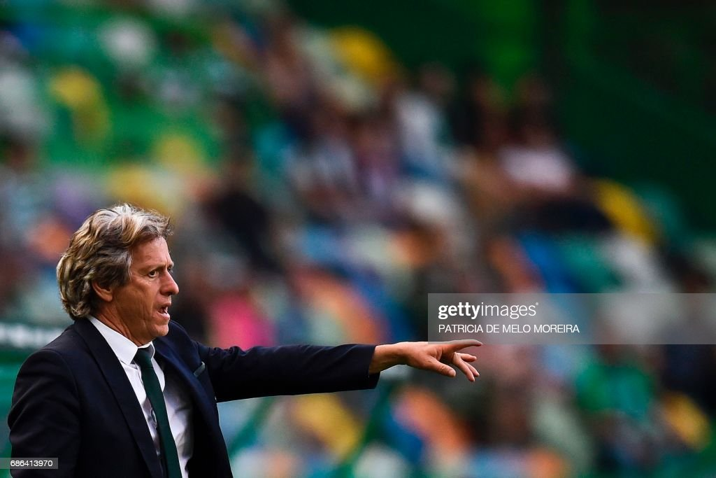 Sporting's head coach Jorge Jesus stands on the sideline during the Portuguese league football match Sporting CP vs GD Chaves at the Jose Alvalade stadium in Lisbon on May 21, 2017. /