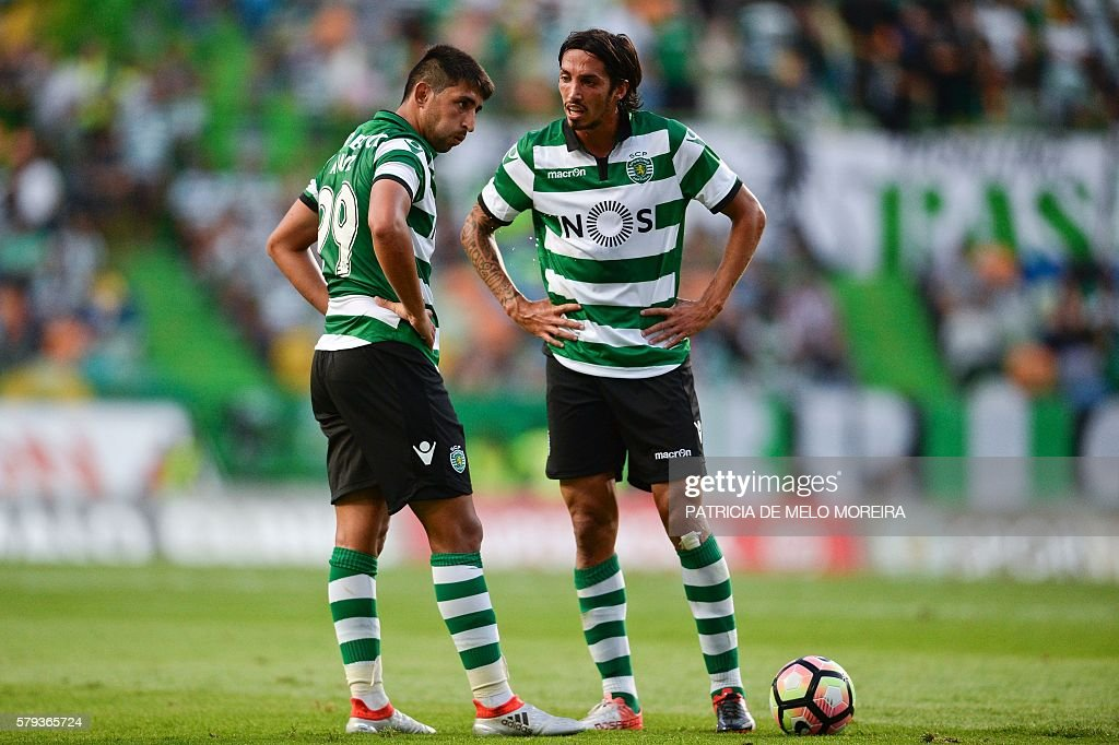 Sporting's Italian defender Ezequiel Schelotto (R) speaks with his teammate Sporting's Argentinian midfielder Alan Ruiz during the friendly football match Sporting CP vs Olympique de Lyonnais at the Jose Alvalade stadium in Lisbon on July 23, 2016. / AFP / PATRICIA