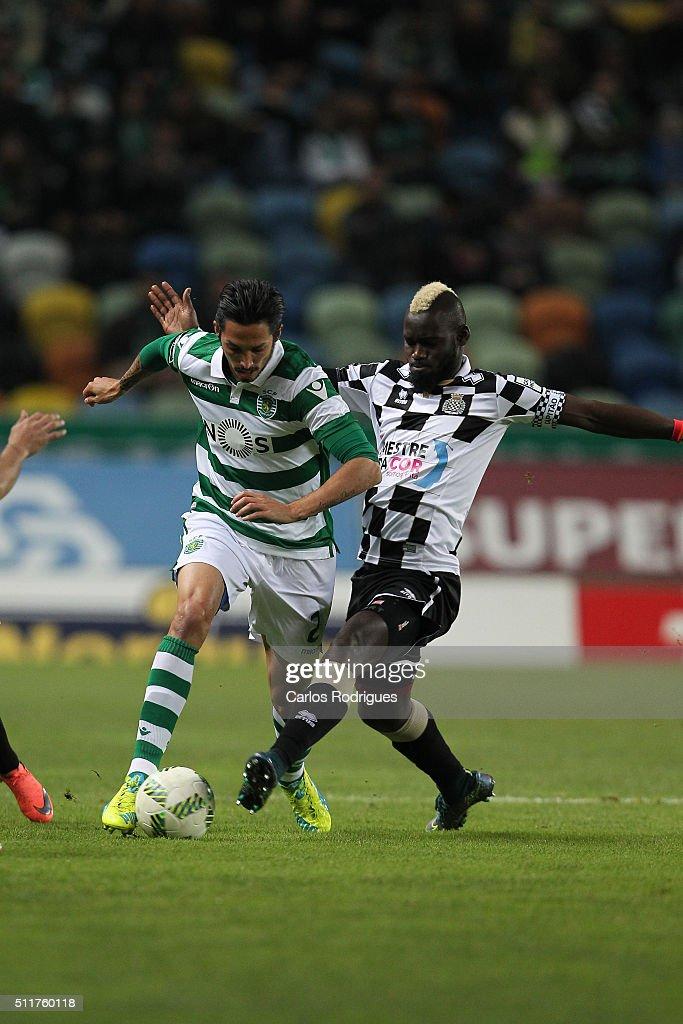 Sporting's midfielder Ezequiel Schelotto \(L) tries to escape Boavista's midfielder Idris (D) during the match between Sporting CP and Boavista FC for the Portuguese Primeira Liga at Jose Alvalade Stadium on February 22, 2016 in Lisbon, Portugal.